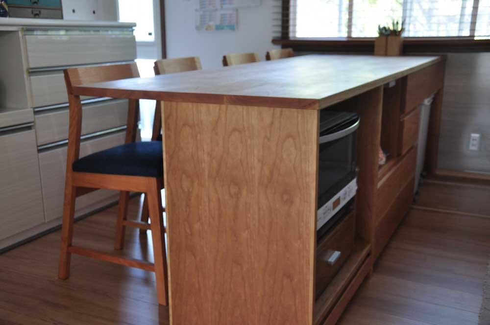 キッチンと同じW2550の作業台兼カウンター収納を無垢材天板で 5100イメージ-6