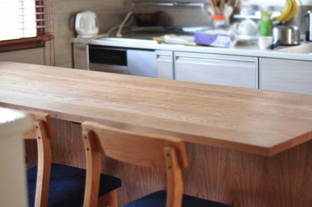 キッチンと同じW2550の作業台兼カウンター収納を無垢材天板で 5100イメージ-4